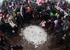Protest nauczycieli. Ponad 35 tys. osób protestuje w Warszawie przeciwko reformie edukacji [AKTUALIZUJEMY]