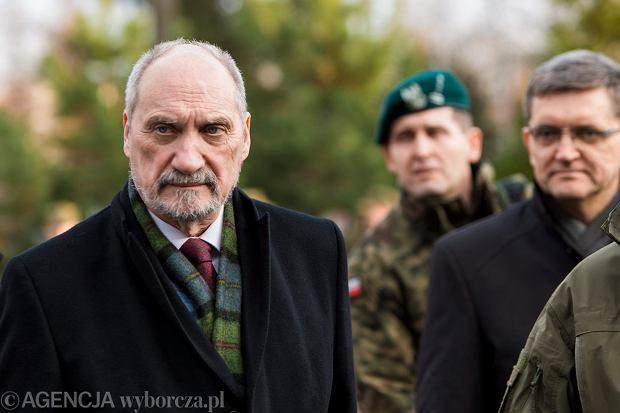 """Macierewicz: jest doniesienie do prokuratury na Tuska. """"Zawarł z Putinem nielegalną umowę"""""""