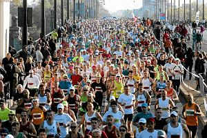 W niedzielę biegnie Maraton Warszawski. Sprawdź trasę