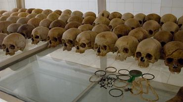 Nyamata, Rwanda. Czaszki ofiar ludobójstwa.