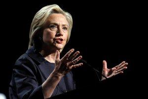 """""""W�amuj� si� we wszystko, co si� nie rusza"""". Clinton oskar�a Chiny o gospodarcze cyberszpiegostwo"""