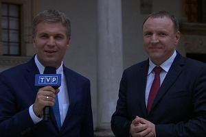 """Tylko papież zniknął z TVP, pojawił się Jacek Kurski. """"Okrutnie krzywdzą Telewizję Polską..."""""""