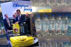 Mateusz Morawiecki na zakupach i niezwykła promocja. Wyjaśniamy, dlaczego w tym sklepie jest tak tanio