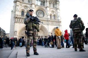 Francja nie uchyli stanu wyj�tkowego
