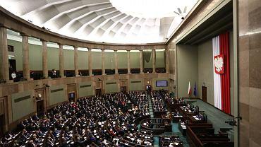 B�dzie 500 z� na drugie i kolejne dziecko. Sejm przyj�� sztandarowy program PiS