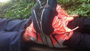 Nike Air Pegasus+ 30 aż świeci!