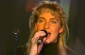 """Znaleźliśmy wyjątkowe nagranie z 1992 roku, w którym szwedzki zespół zadebiutował na szklanym ekranie i zagrał hity """"Wheel of Fortune"""", """"All That She Wants"""" i """"Munchausen (Just Chaos)""""!"""