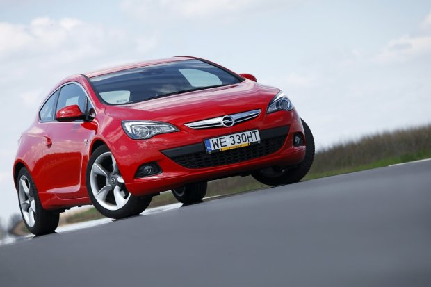 Opel Astra GTC | Wideo | Jak je�d��cy koncept