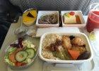 Dlaczego jedzenie w samolocie tak �le smakuje? Sprawdzili�my