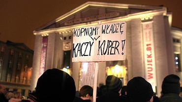 Studenci protestowali na rynku w Katowicach przeciw polityce rządu Prawa i Sprawiedliwości