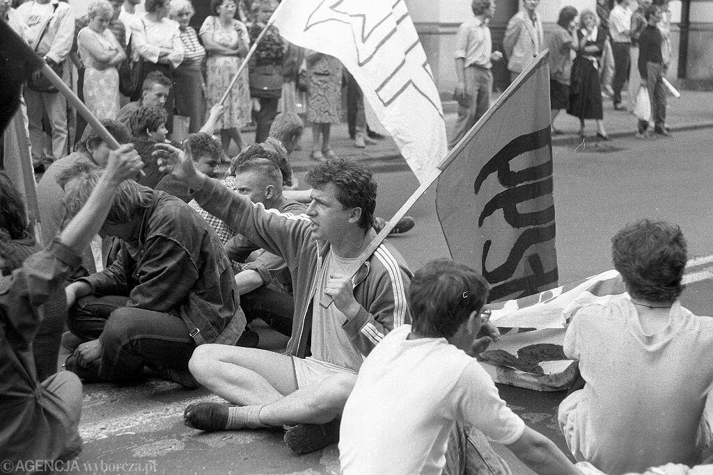 26.05.1989  Warszawa , Krakowskie Przedmiescie , Piotr Ikonowicz podczas demonstracji PPS-RD . Fot. Piotr Wójcik / Agencja Gazeta