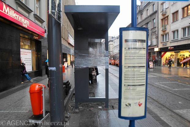 Nowoczesne przystanki tramwajowe na 3 Maja w Katowicach