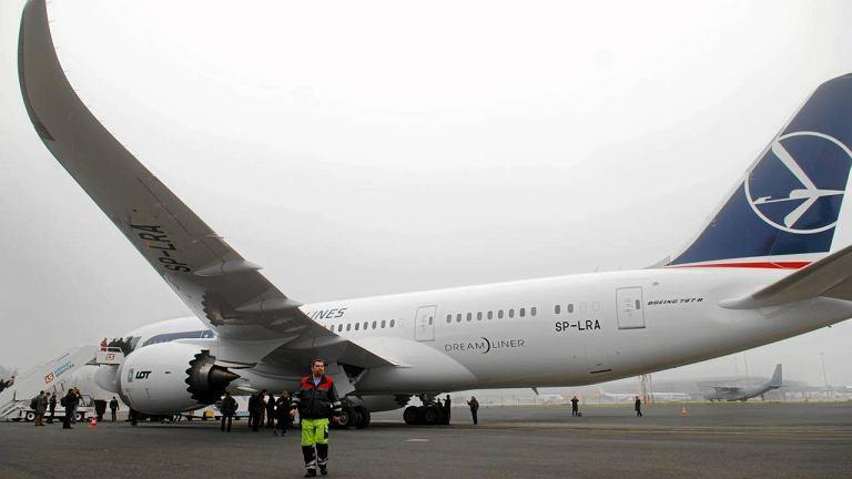Dreamliner LOTu w grudniu 2012 r. na Lotnisku Chopina