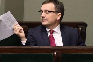 Ziobro odpowiada na list wiceszefa KE Timmermansa: Polski rz�d i wi�kszo�� parlamentarna kieruj� si� zasadami z konstytucji