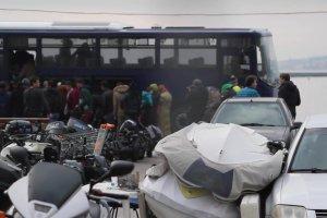 Uchodźcy docierają na wyspę Lesbos