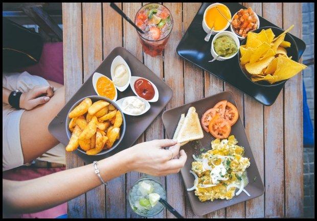 Wspólny posiłek to dobry test, czy ta druga osoba nadaje się do wspólnego życia (fot. Pexels.com CC0)
