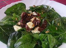 Sałatka ze szpinaku i suszonych pomidorów - ugotuj