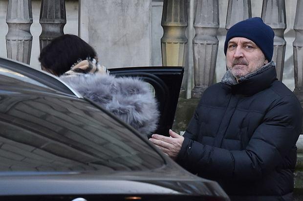 Kazimierz Marcinkiewicz ma nową sympatię. Zostali przyłapani w drodze do restauracji.