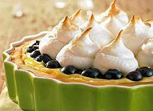 Kruche ciasto cytrynowe z jagodami - ugotuj