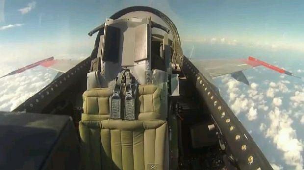 USA. Pierwszy lot F-16 bez pilota. Myśliwiec został przerobiony na bezpilotowego drona [WIDEO]