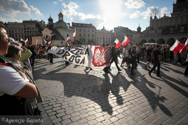 Kraków. Pochód przeciwników przyjęcia imigrantów z Syrii