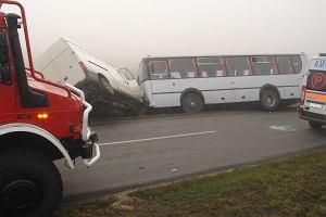Wypadek autobusu szkolnego. 10 dzieci poszkodowanych