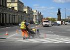 Parkowanie w Warszawie: kube� farby i powr�t miejsc postojowych na pl. Bankowym. A ziele�?