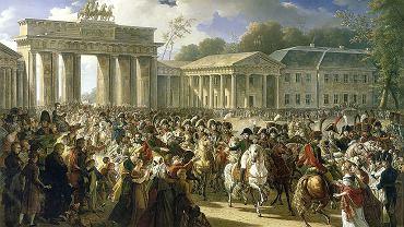 27 października 1806 r., Napoleon I wkracza do Berlina - obraz pędzla Charles'a Meyniera. Wjazd cesarza Francuzów do stolicy Prus przypominał triumfy rzymskich cezarów. Na głównym placu wznosiła się kolumna z popiersiem Fryderyka Wielkiego. Napoleon objechał ją galopem, po czym zatrzymawszy się o 50 kroków, zdjął kapelusz i opuścił szablę w dół na znak czci - opisywał Émil Marco de Saint-Hilaire, paź na dworze cesarza Francuzów.