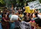 Indie: zgwa�cono i zamordowano dziewczynk�, bo broni�a ojca przed wioskow� starszyzn�?