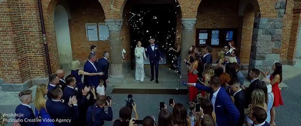 Anna i Robert Lewandowscy na ostatnim weselu bawili się wyśmienicie. Mamy wideo, jak razem tańczą na parkiecie.