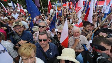 16.07.2017 Warszawa . Protest KOD i Obywateli RP w obronie sadow i Krajowej Rady Sadownictwa przed gmachem Sejmu
