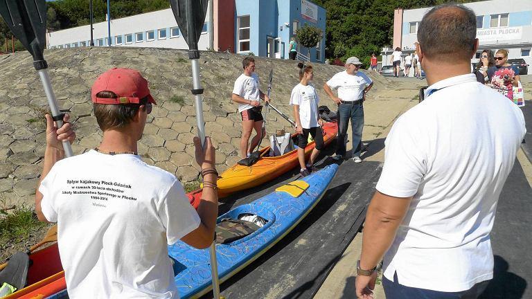 Pasjonaci wodnych podróży w piątek wyruszyli kajakami na wyprawę po rzece