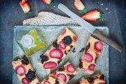 Focaccia z truskawkami i karmelizowan� cebul�