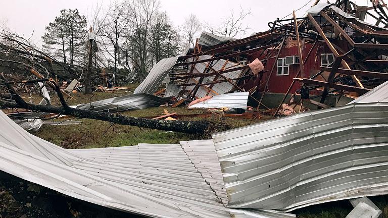 Zniszczenia po gwałtownej burzy, Mount Olive, USA
