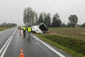 Wypadek autobusu pod Jędrzejowem. Rolnicy jechali na ogólnopolskie dożynki. Kilkanaście osób rannych [ZDJĘCIA]