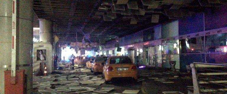 Turcja: zamach samob�jczy na lotnisku w Stambule. Kilkadziesi�t ofiar �miertelnych