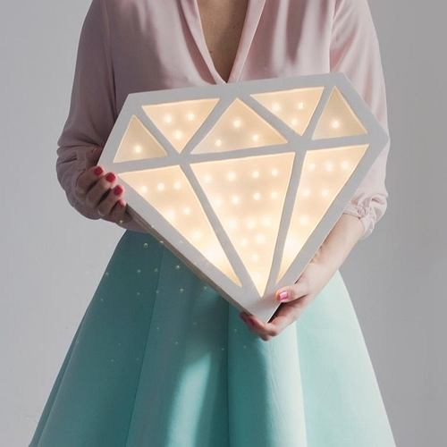 Lampa Diament. Zachyca nowoczesną formą
