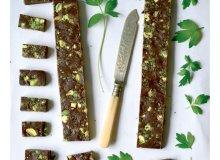Czekoladki z pistacjami i lubczykiem - ugotuj