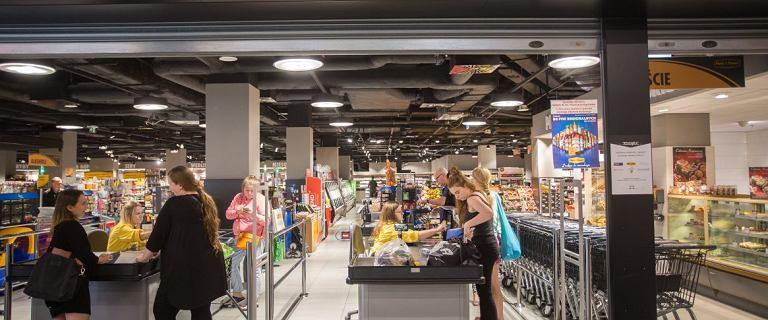 Był Piotr i Paweł, będzie Carrefour. Trzy kolejne sklepy polskiej sieci zmieniają szyld