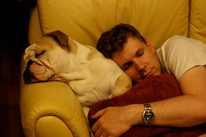 Co się z nami dzieje, gdy śpimy? Na czym polegają fazy snu?