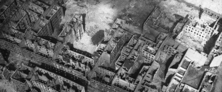 Tu by�o warszawskie getto - wstrz�saj�ce zdj�cia lotnicze wykonane w 1944 r. przez Luftwaffe