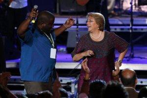 W Chile o prezydentur� walcz� dwie kobiety. Czy Michelle Bachelet wr�ci na stanowisko?