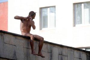"""Rosyjski performer odci�� sobie fragment ucha. To protest przeciwko """"psychiatrii politycznej"""""""