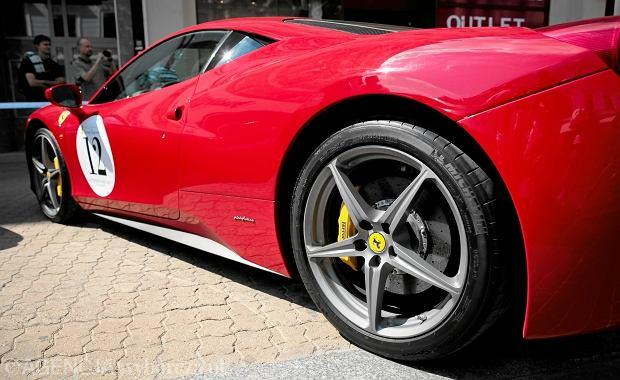 Niestandardowe motywowanie: Ferrari, kurs sushi i skok ze spadochronem