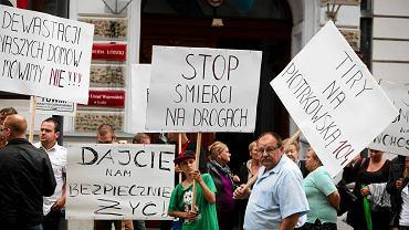 Manifestacja przed UMŁ. Mieszkańcy żądają obwodnicy Nowosolnej
