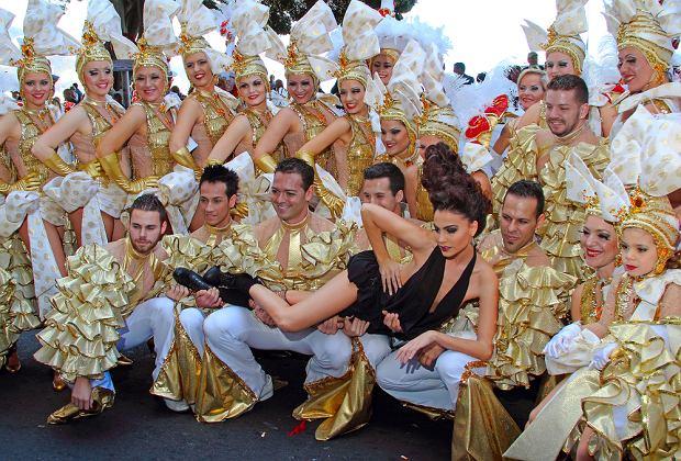 Hiszpania - grupy taneczne podczas karnawału w Santa Cruz / shutterstock