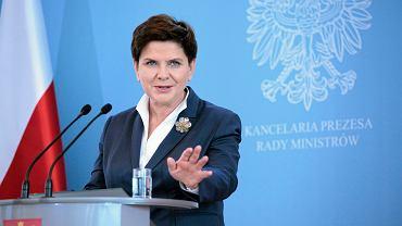 Premier rządu PiS Beata Szydło podczas konferencji (przedstawia nowego ministra finansów Mateusza Morawieckiego).Warszawa, KPRM, 29 września 2016