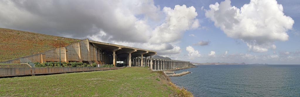 Pas startowy lotniska na Maderze (fot. Richard Bartz / Wikimedia.org / CC BY-SA 3.0)