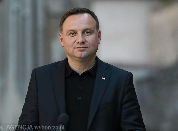 Rewolucja rozpoczęta: Prezydent Andrzej Duda podpisał ustawy: medialną, o służbie cywilnej i o sześciolatkach.