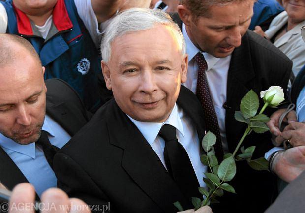 Jaros�aw Kaczy�ski na wiecu wyborczym w 2010 r.